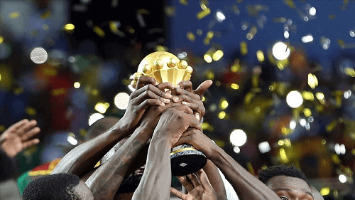 players lifting the africa cup of nations trophy