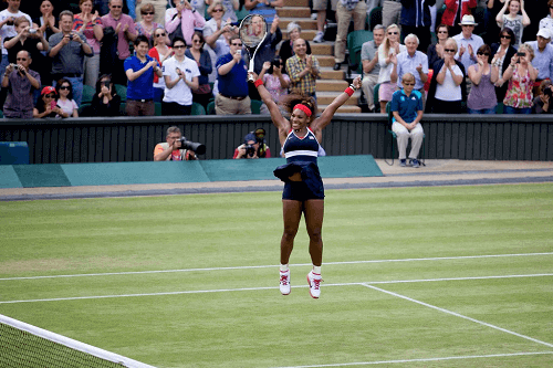 serena williams jumping on grass court